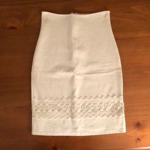 High Wasted white skirt with lace detail